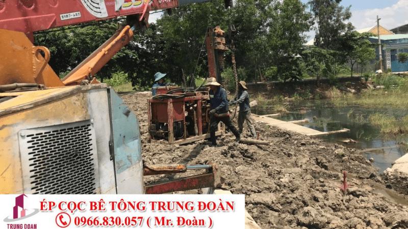 Ép cọc bê tông xã Hưng Điền B huyện Tân Hưng
